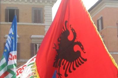 flamuri shqiptar ne Rome